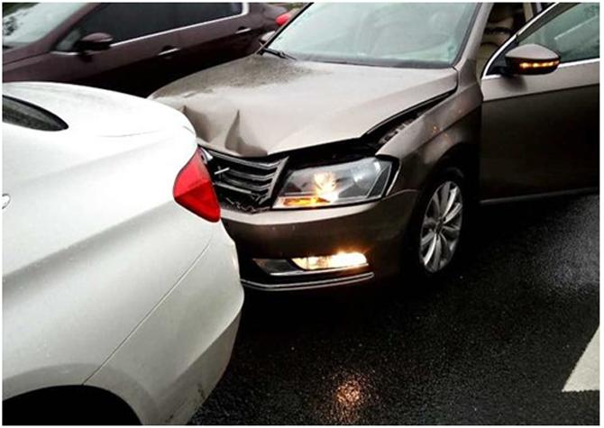 万博manbetx官方app中大万博亚洲软件下载老司机告诉你发生事故,如何报保险!
